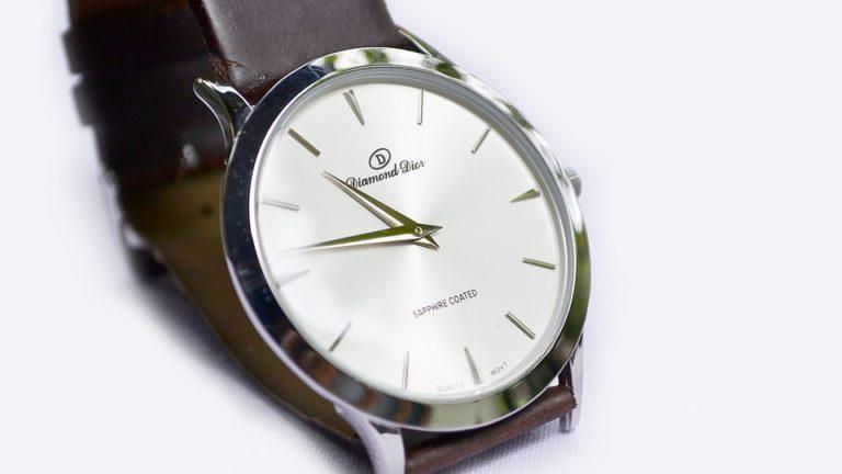 elegancki zegarek na rękę