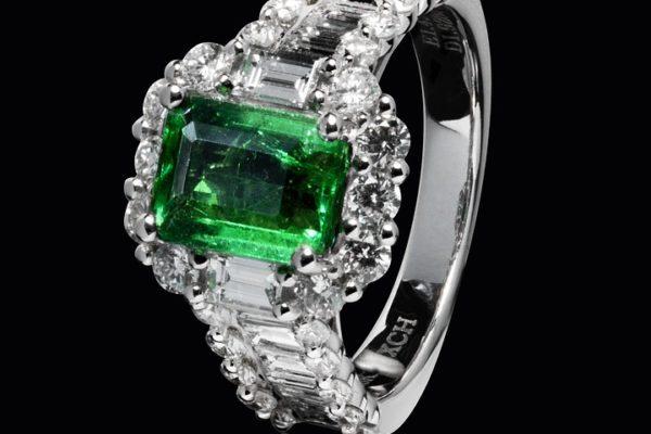 Do kogo będzie pasował pierścionek ze szmaragdem?